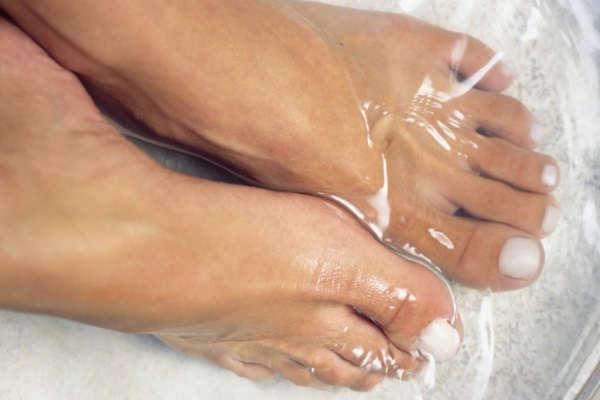 как избавиться от натоптышей на пальцох и на подошве ног