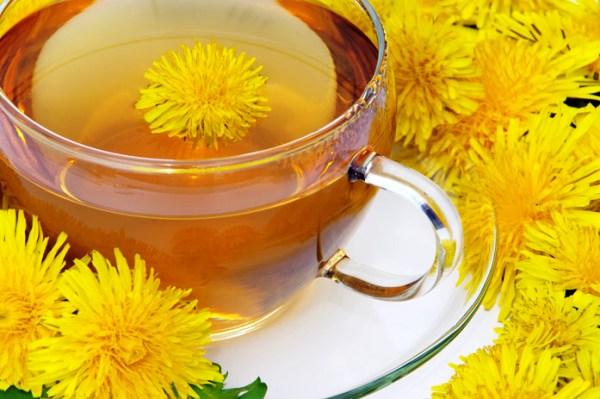 отвар из цветков одуванчика в чашке